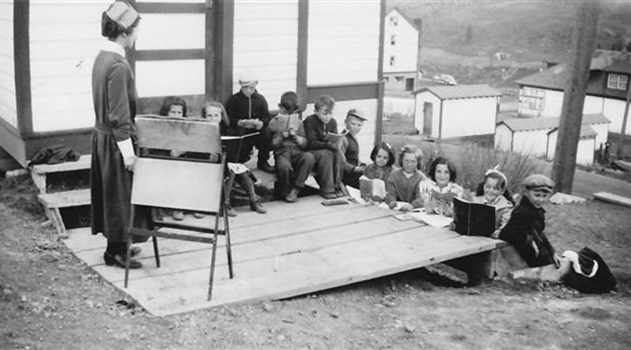 Outdoor religion class in Luscar, Alberta